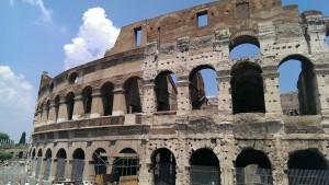 Je ziet op deze foto goed dat het Colloseum wordt gerenoveerd ;)