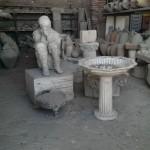 Dit is een foto van een soort opslagplaats ofzo van gevonden dingen in Pompeii. Er ligt ook een afgietsel van een lichaam.